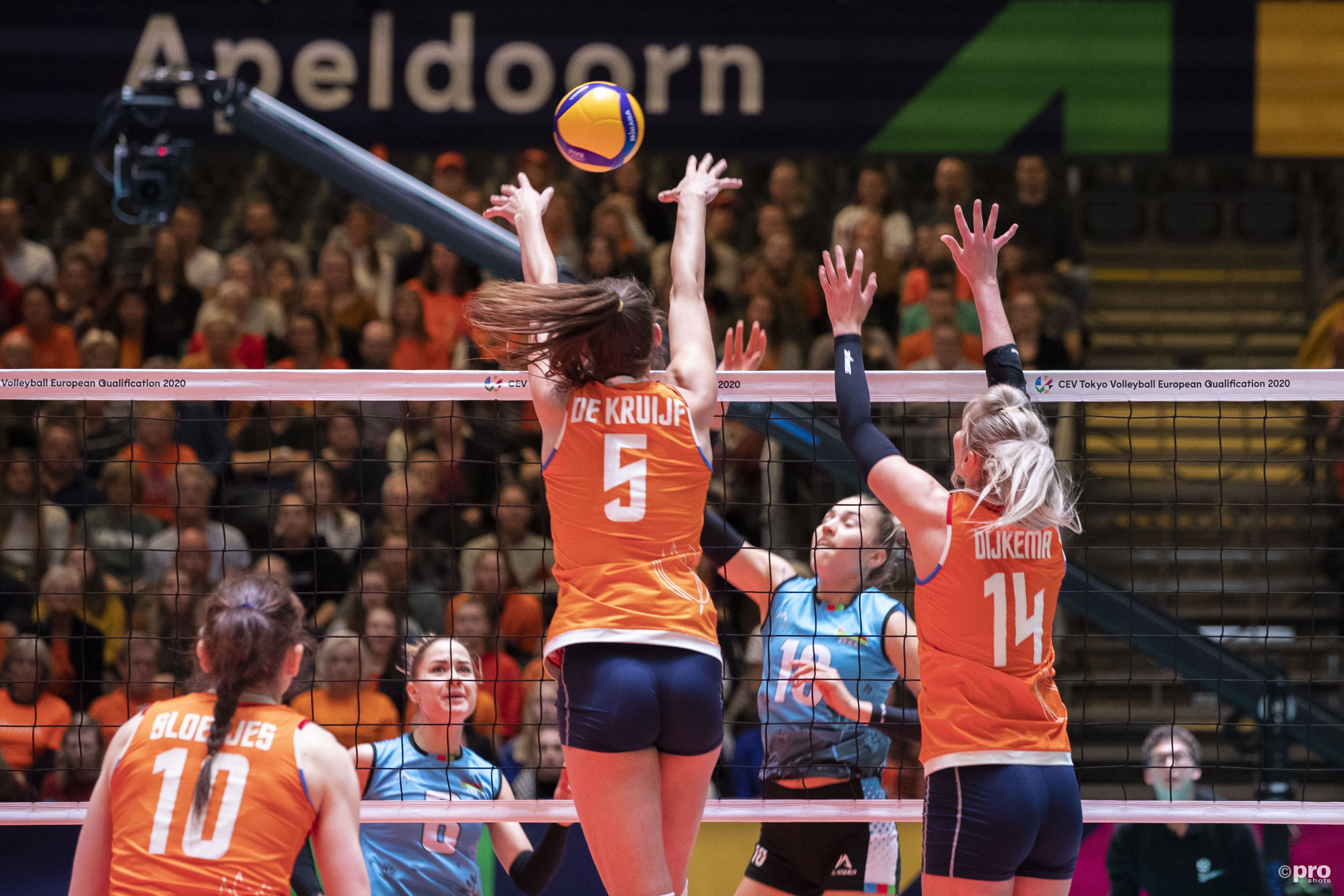 Volleybalsters beginnen OKT met zege tegen Azerbeidzjan (Pro Shots / Michael Bulder)