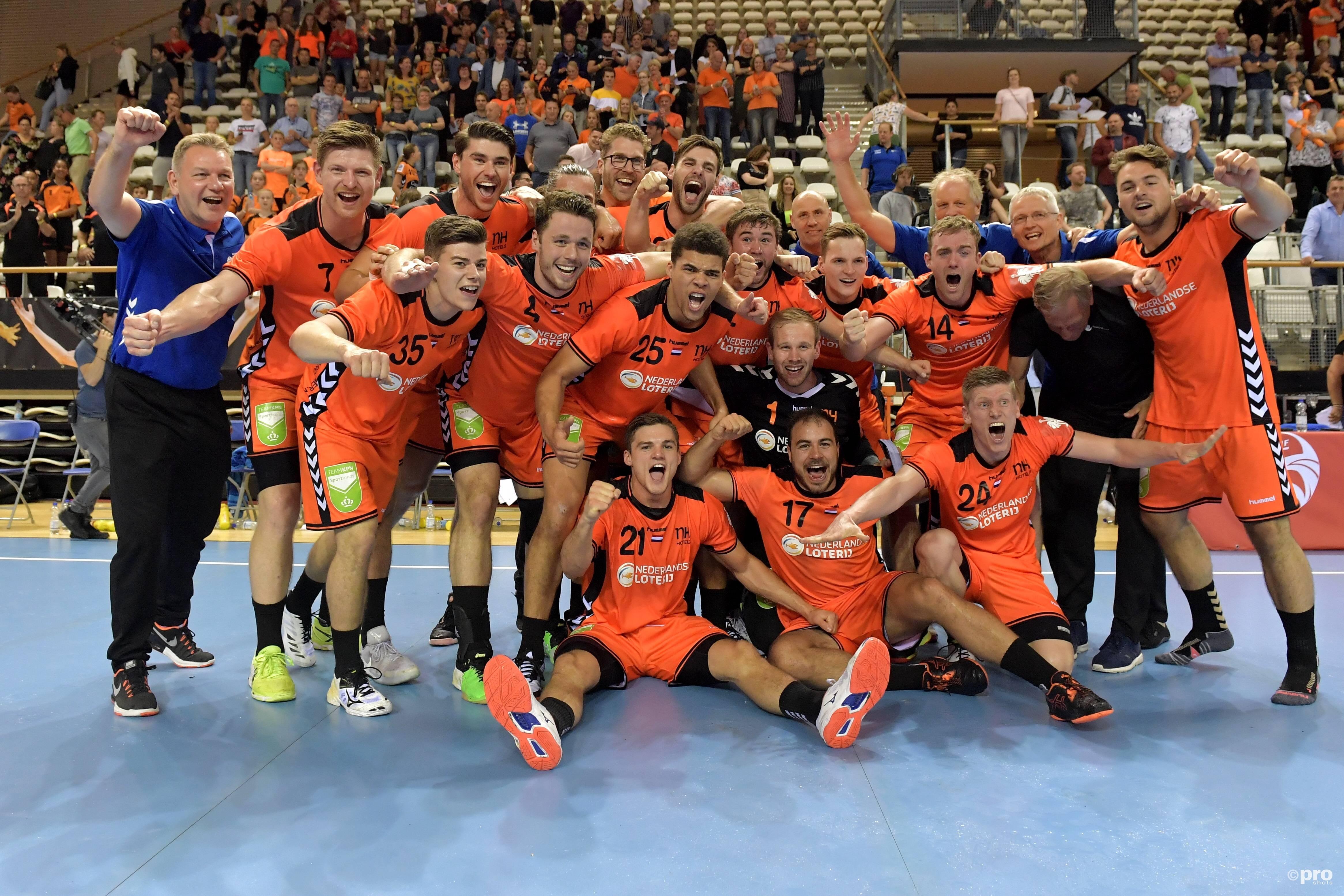Blijdschap bij het Nederlandse team na kwalificatie voor het EK (Pro Shots / Imago)