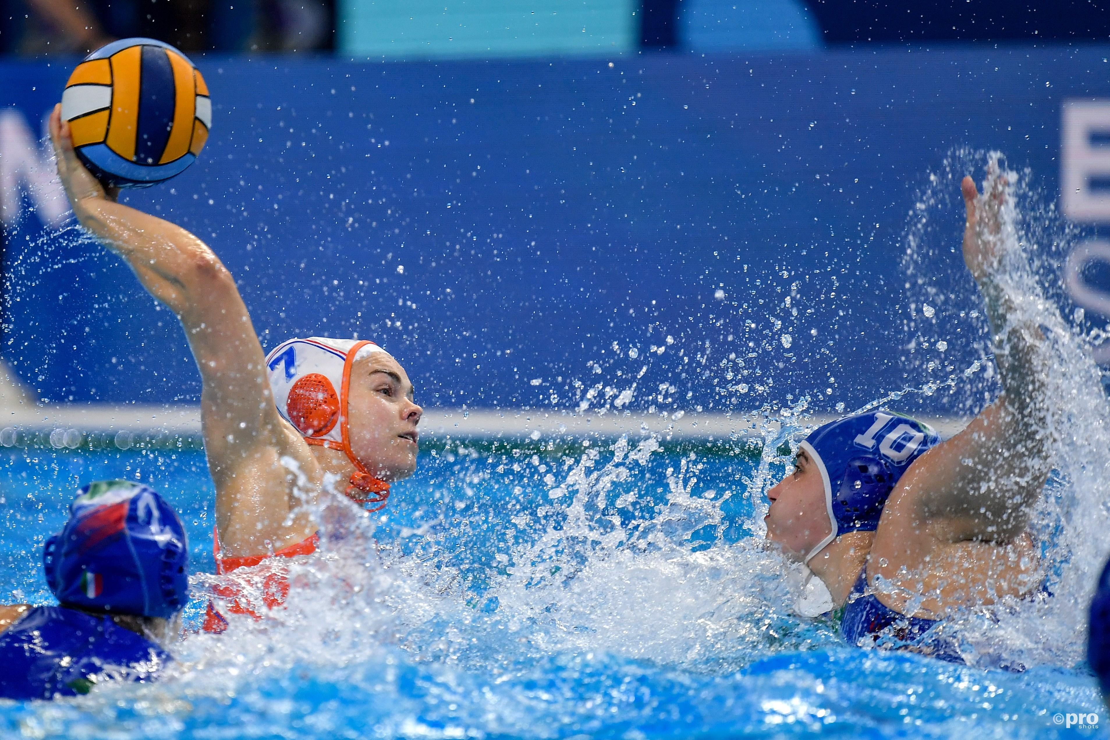Waterpolosters na ruime zege op Italië zeker van kwartfinales op EK (Pro Shots / Insidefoto)