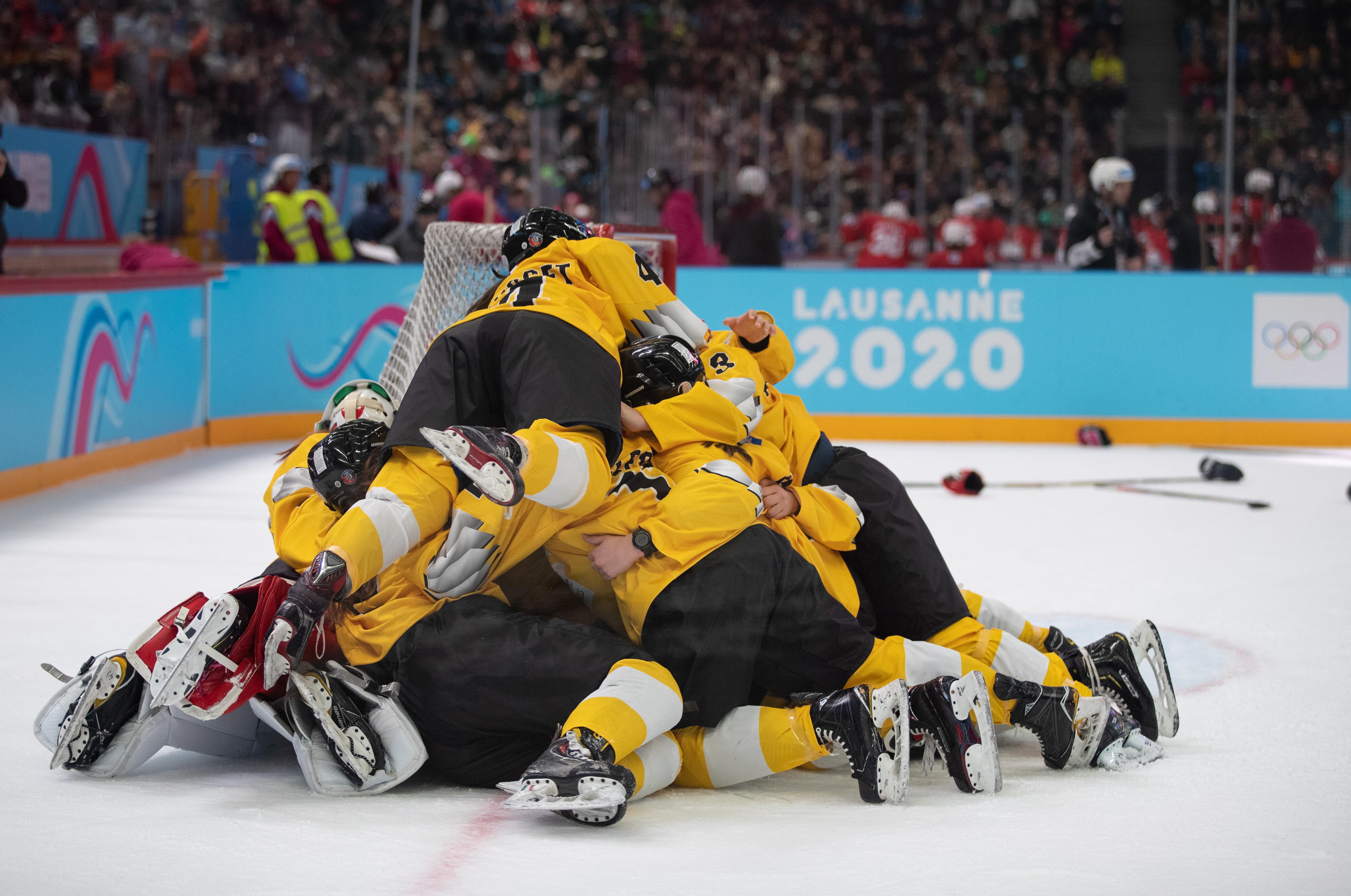 Van Houten's Team Yellow juicht (OIS/Dylan Burns)
