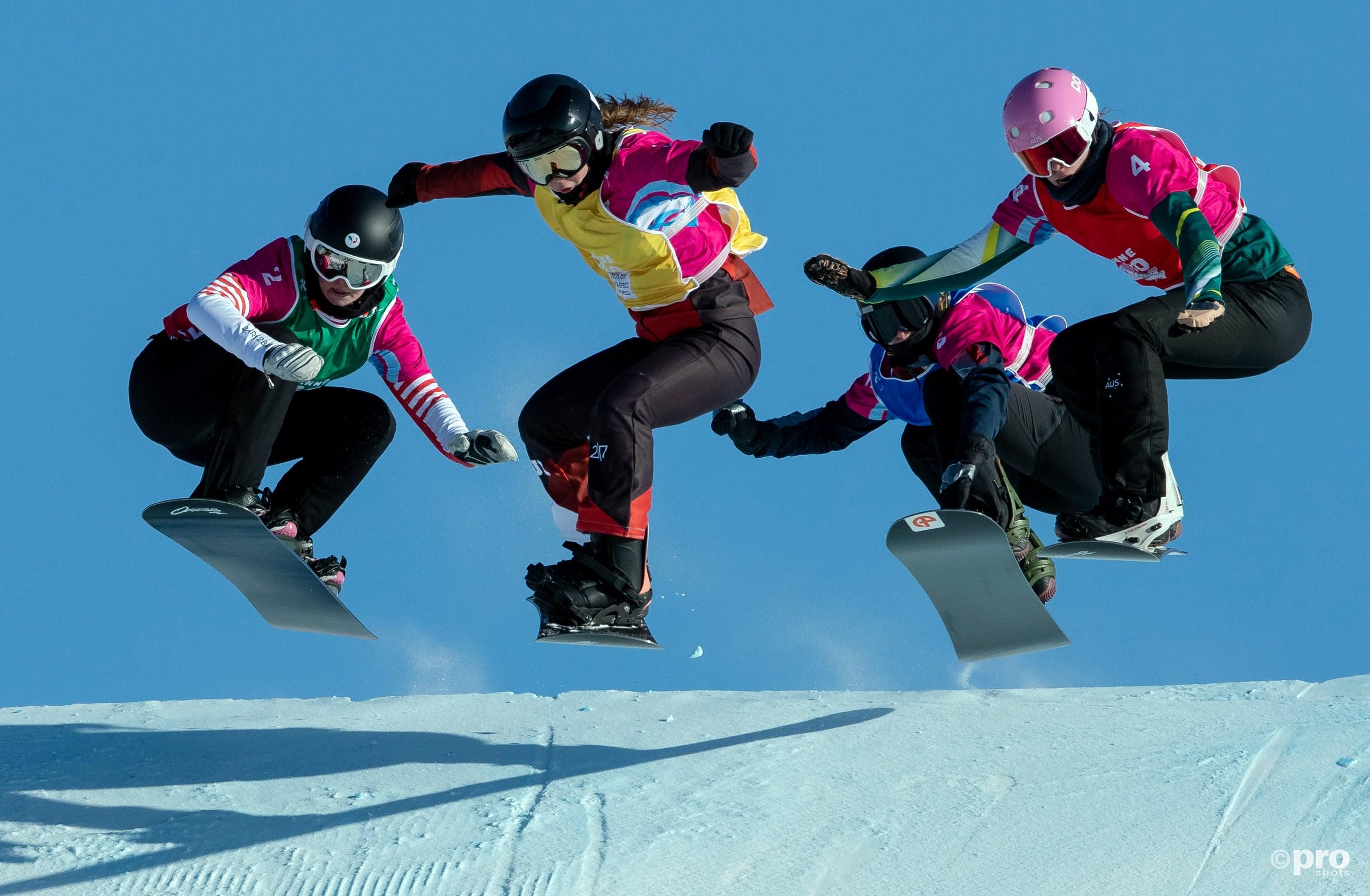 De snowboardfinale bij de dames, met de Australische winnares Josie Baff uiterst rechts (Pro Shots/Action Images)