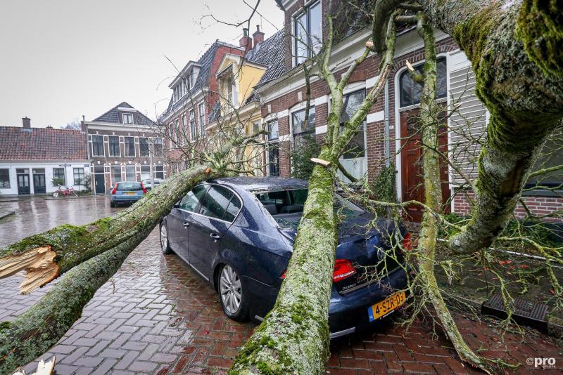 Deze auto in Groningen moest ontgelden (Pro Shots / MaRicMedia)
