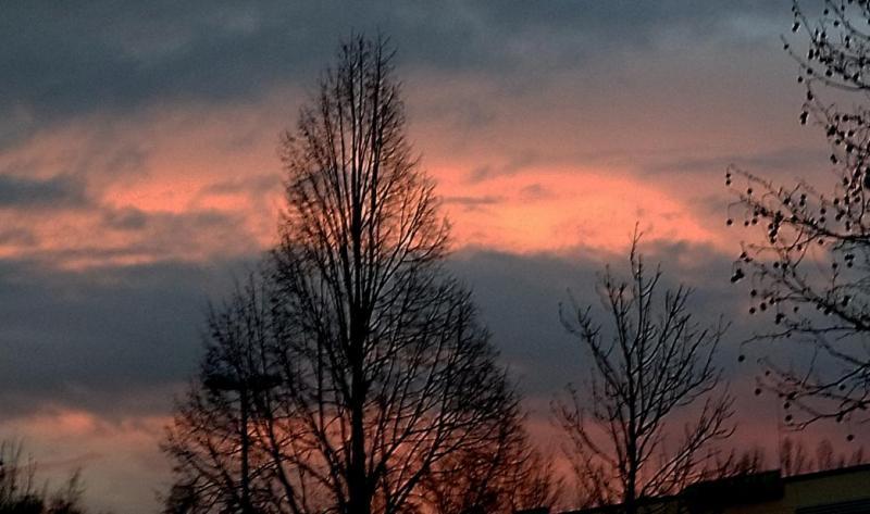 Zo af en toe fotografeert een vriend van me uit Berlijn een fraaie zonsondergang. Zoals vandaag