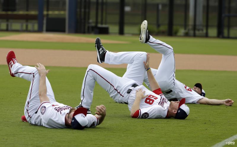 De honkballers van Washington Nationals Dakota Bacus (71), Bryan Bonnell (68) and Randy Knorr (53) zijn in voorbereiding op het nieuwe seizoen, maar wat zijn ze hier aan het doen? (Pro Shots / Action Images)