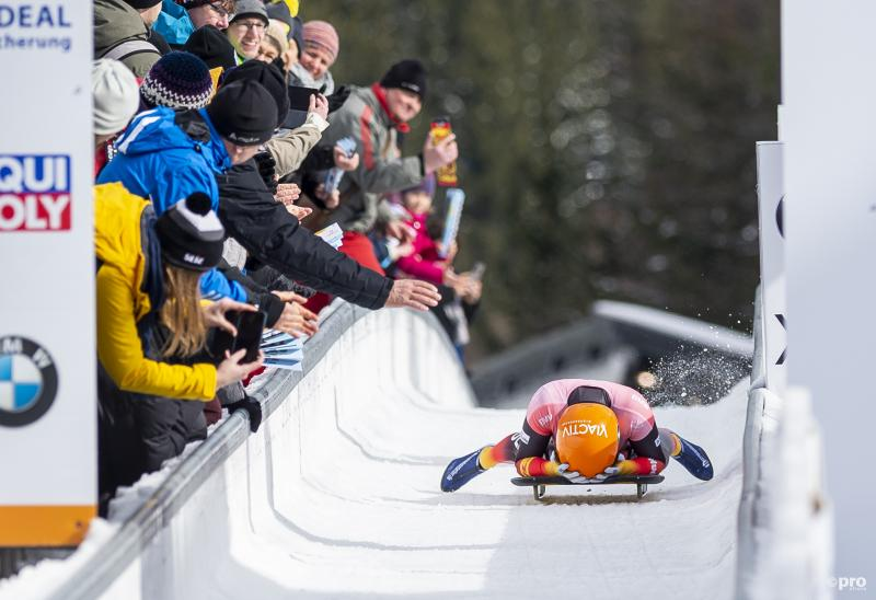 We zien hier Tina Hermann tijdens het WK skeleton, wat is hier gaande? (Pro Shots / Zuma Press)