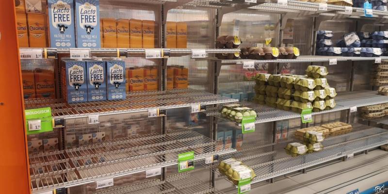 COVID-19: supermarkten massaal leeggekocht (Foto: Fotograaf FOK!)