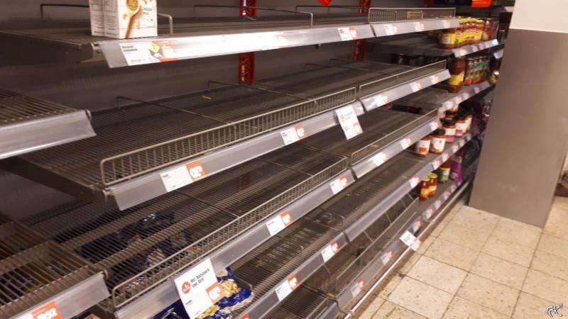 COVID-19: supermarkten massaal leeggekocht (Foto: fok)