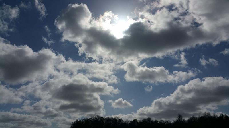 Achter de wolken schijnt de zon  (Foto: Interpretatie)