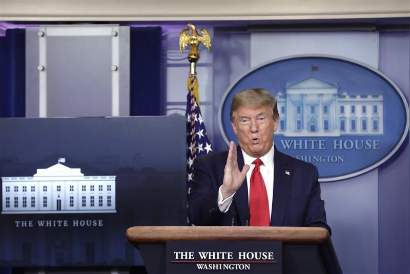 We zien hier Donald Trump tijdens zijn persconferentie, wat probeert hij duidelijk te maken? (Pro Shots / imago)
