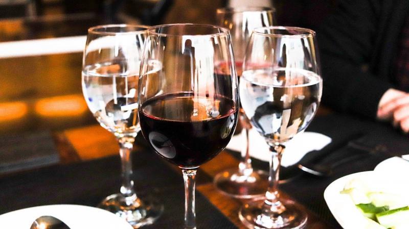 Voor de dames ... cheers! (afbeelding: Pixabay)