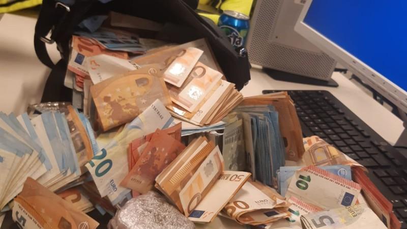 18-jarige straatdealer 45.000 euro armer na arrestatie (Afbeelding: Politie)