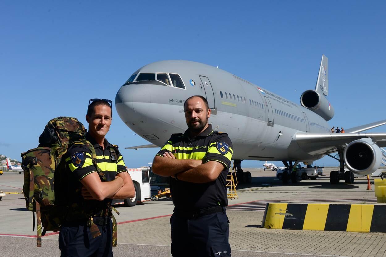 Extra personeel politie per KDC-10 aangekomen op Sint Maarten (Foto: Ministerie van Defensie)