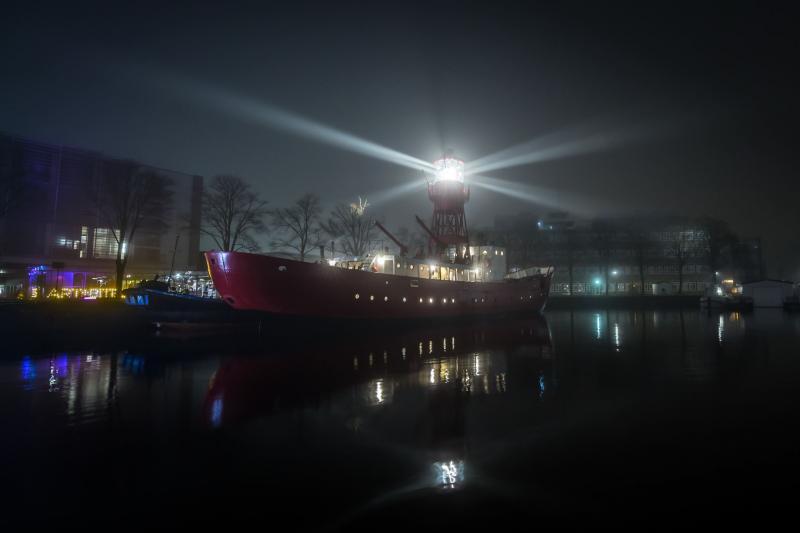 Drijvende vuurtoren in Amsterdam (Foto: Funda)