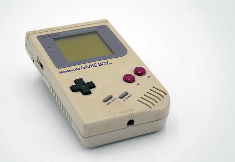 Nintendo Game Boy (WikiCommons/Sammlung der Medien und Wissenschaft)