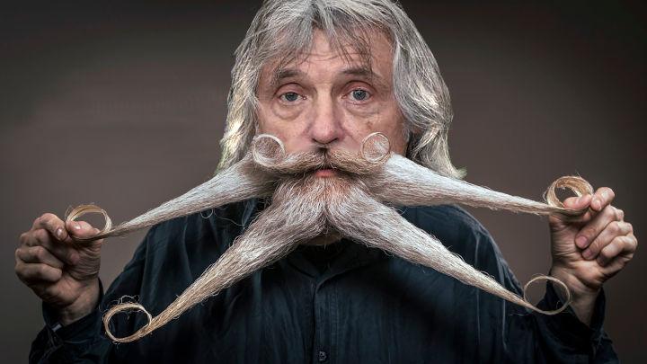 Nu Johan weer naar de kapper kan zag Osvaldo2 dat hij ook wat aan zijn snor had laten doen.