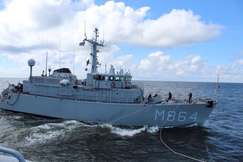 Zr.MS. Willemstad tijdens bevoorrading op zee (foto: Ministerie van Defensie)