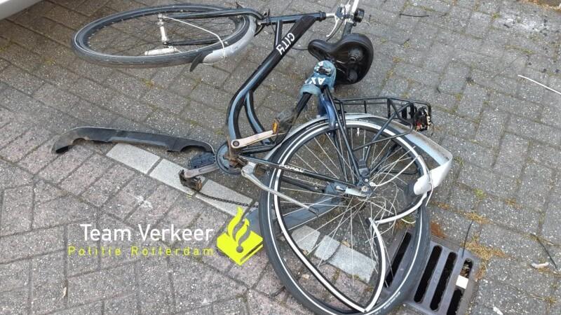 De fiets van het slachtoffer (Afbeelding: Team Verkeer Politie Rotterdam)