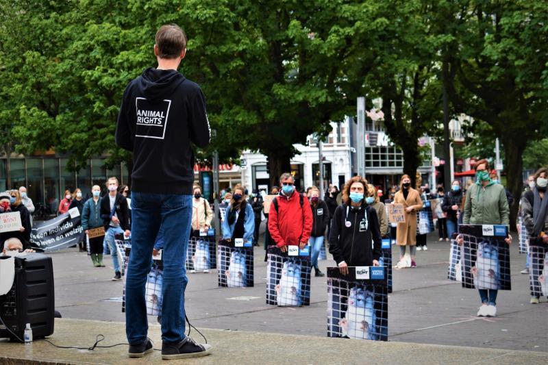 Demonstratie voor sluiting nertsenfokkerijen rustig verlopen  (Foto: Animal Rights)
