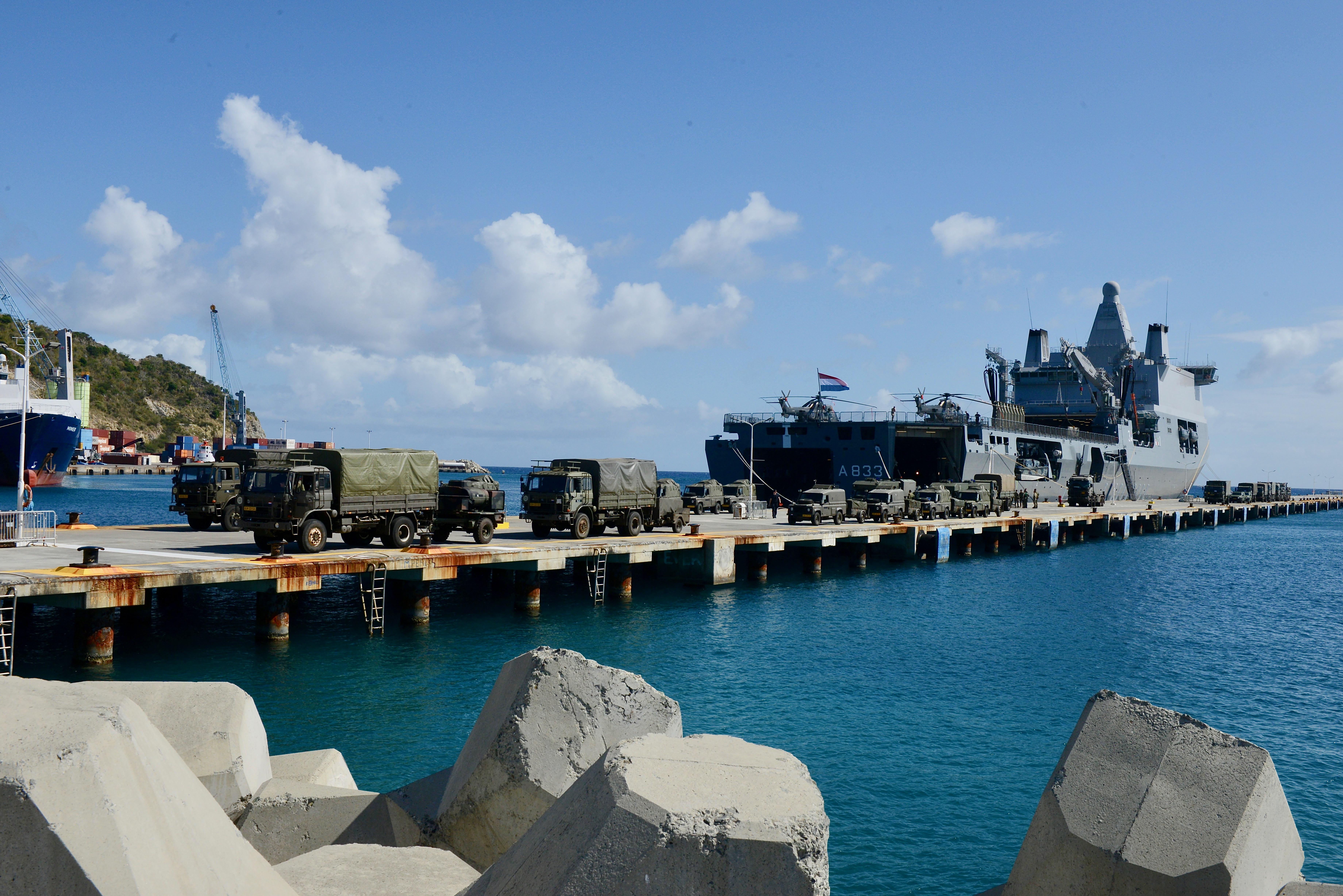 Aankomst Zr.Ms Karel Doorman op Sint Maarten (foto: Tim van Dijk Ministerie van Defensie)