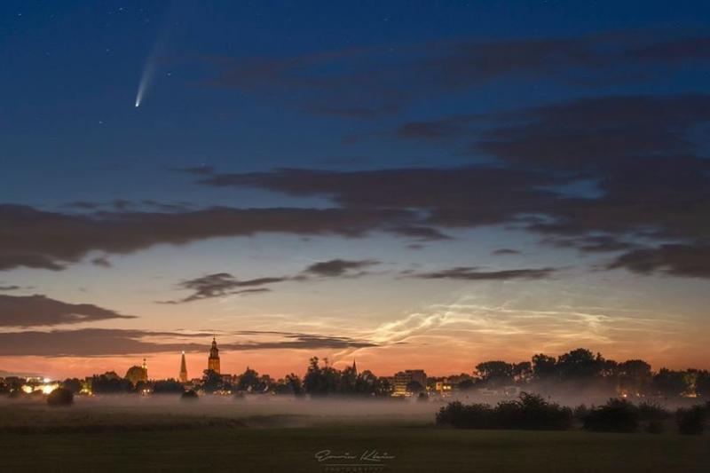 Komeet, mist en nachtwolken (Foto: Erwin Klein)