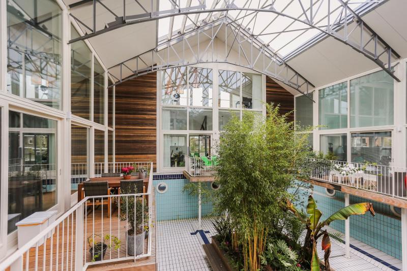 Een omgebouwd zwembad in Gouda  (Foto: Funda)