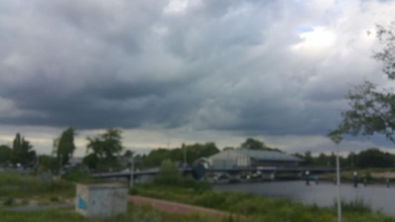 Dreigende wolken boven Amsterdam  (Foto: Interpreatie)