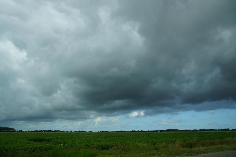 Het weer boven Schouwen een paar dagen geleden... (Foto: Scherpschutter)