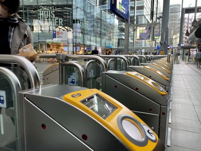 Toegangspoortjes Den Haag centraal (Afbeelding: Nederlandse Spoorwegen)