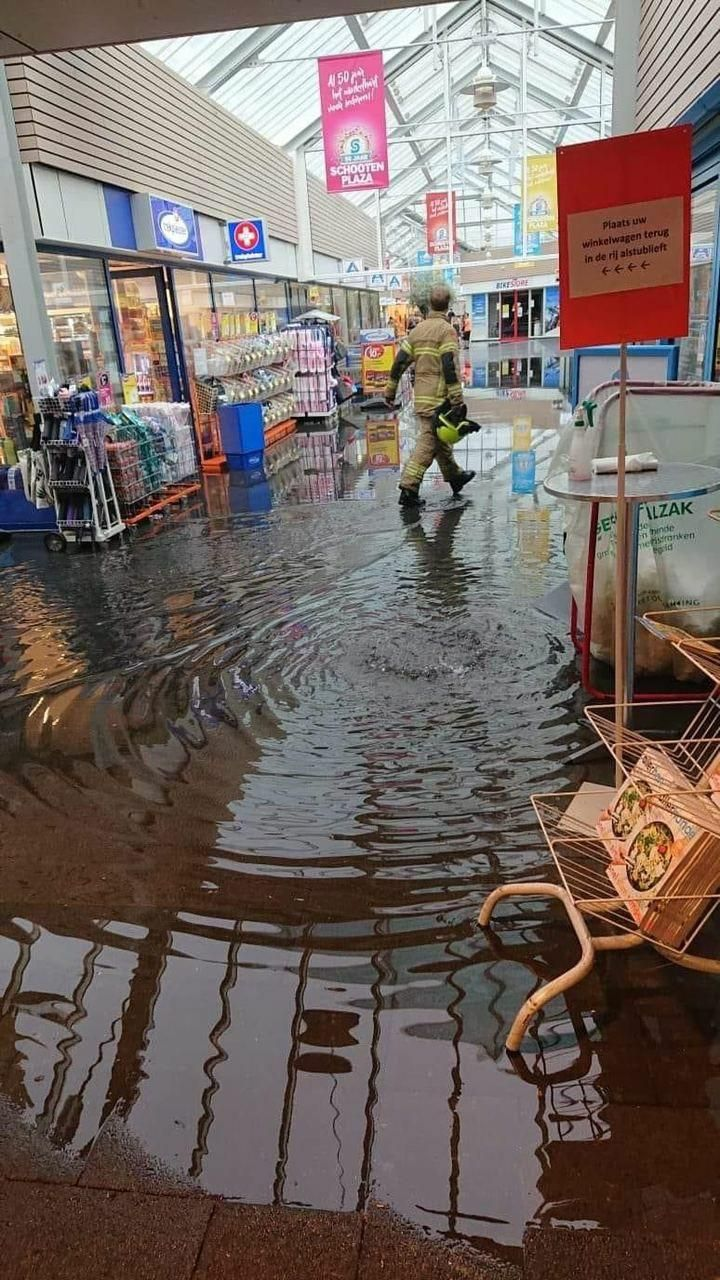Wateroverlast in Den Helder (Foto: Via djkoelkast)