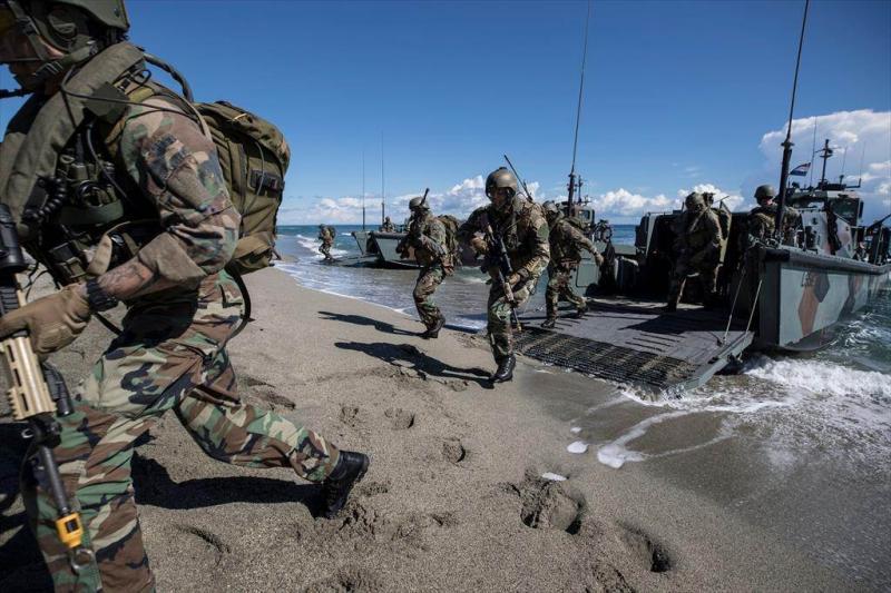 Mariniers voeren een amfibische actie uit tijdens Dynamic Mariner (Afbeelding: Defensie)
