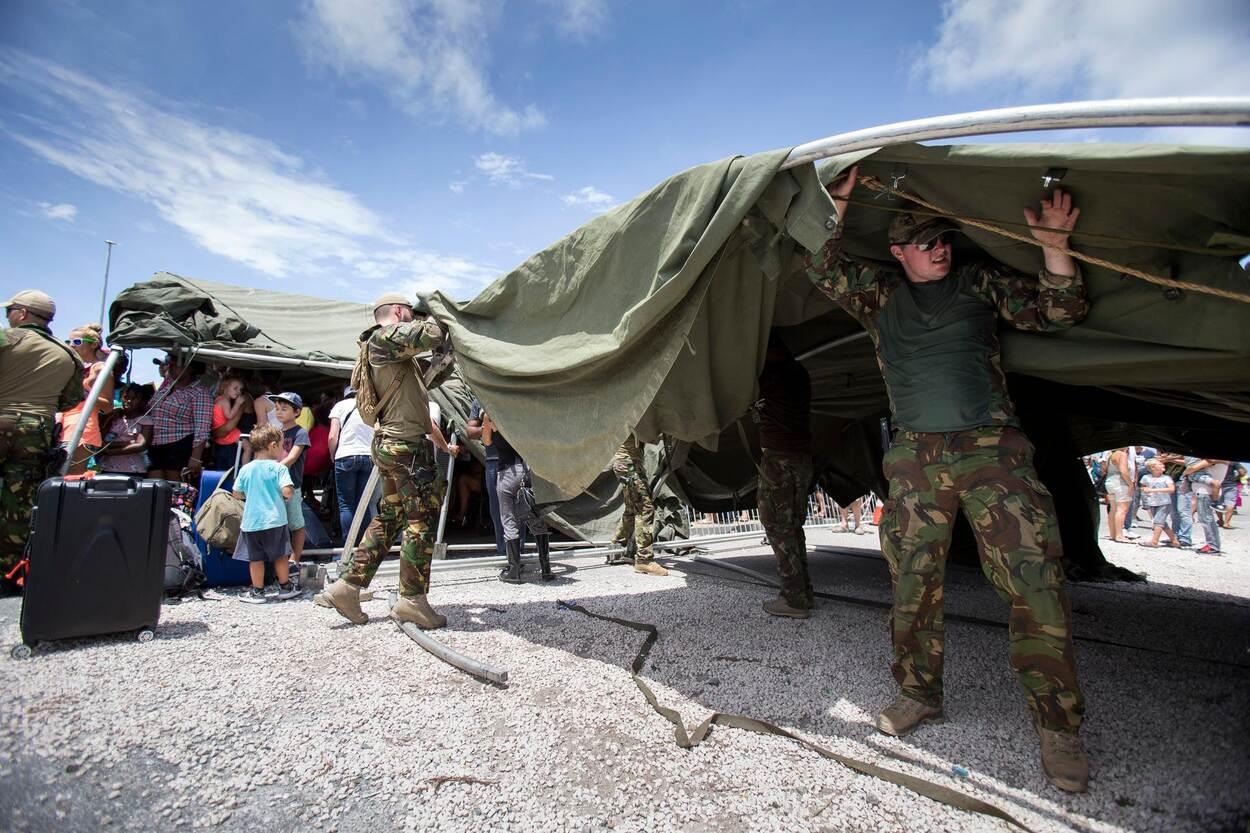 Archieffoto uit 2017: Defensie zet boogtenten in bij onder meer steunverlening, zoals hier op Sint-Maarten na de passage van orkaan Irma.