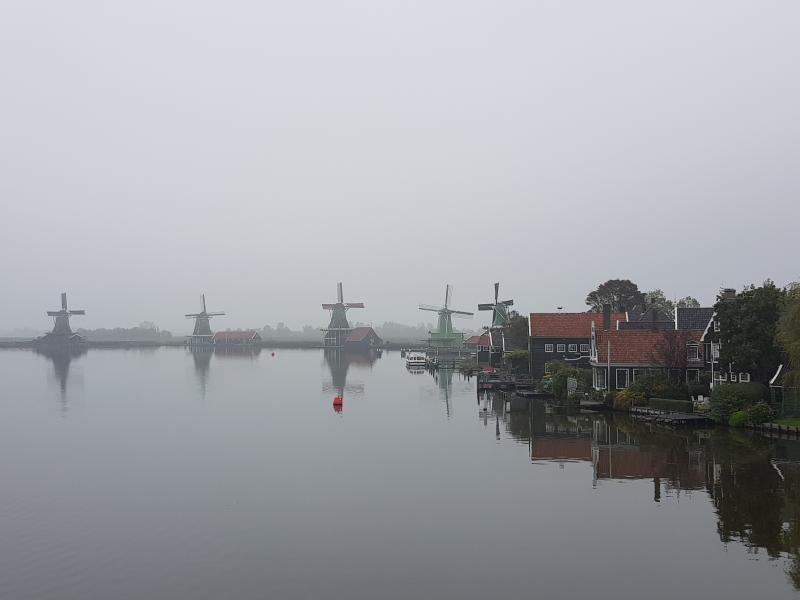 De Zaanse schans op een mistige dag (Foto: Spylacopa_68)