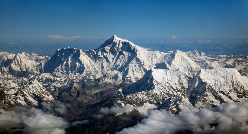 Mount Everest (shrimpo1967 derivative work: Papa Lima Whiskey - CC-BY-2.0)