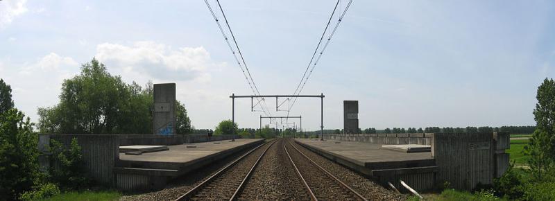 Het nutteloze feitje van de dag: verlaten station in Lelystad (WikiCommons/IIVQ | Tijmen Stam)