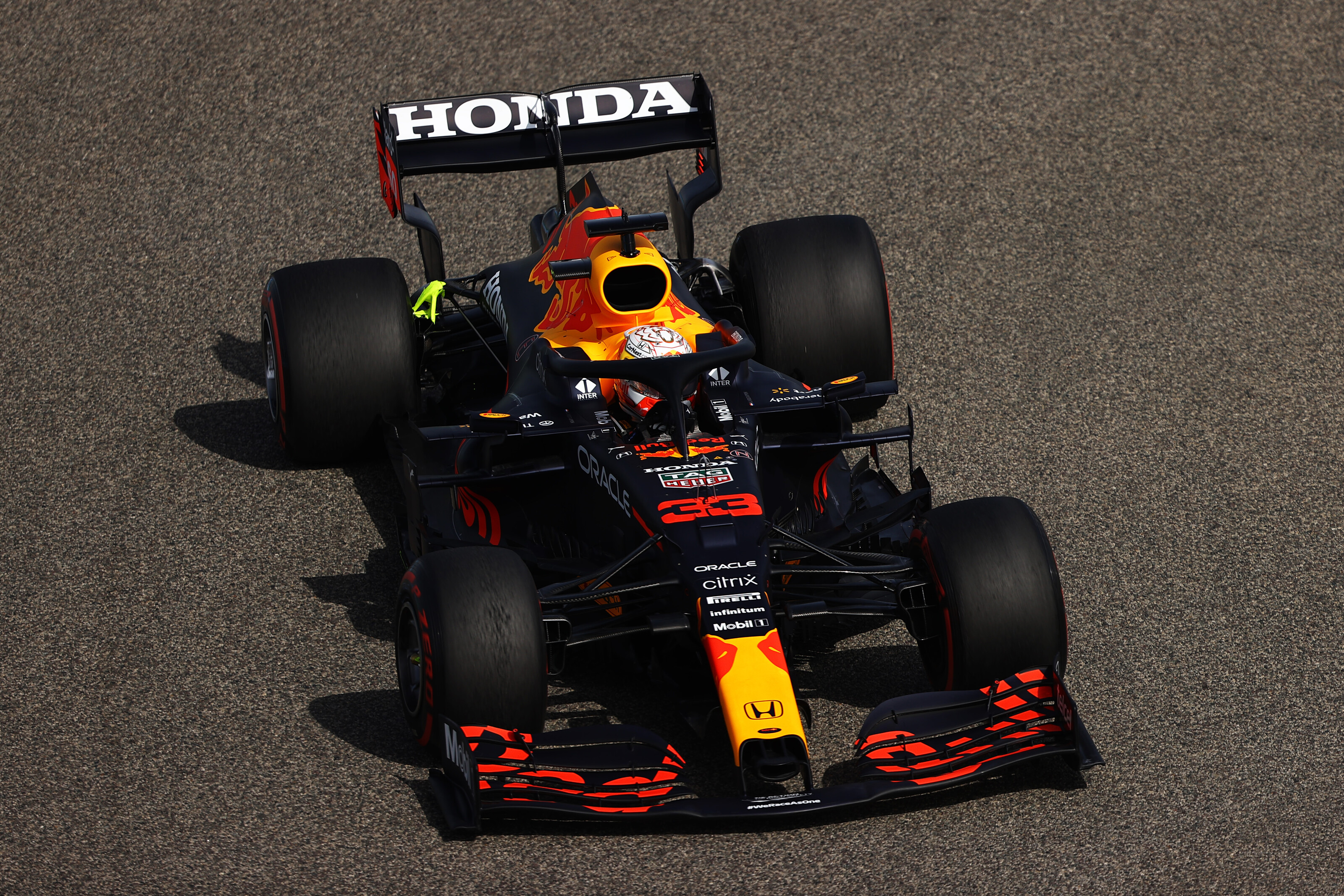 Max Verstappen tijdens de vrije training in Bahrein (Bron: Getty Images / Red Bull Content Pool)