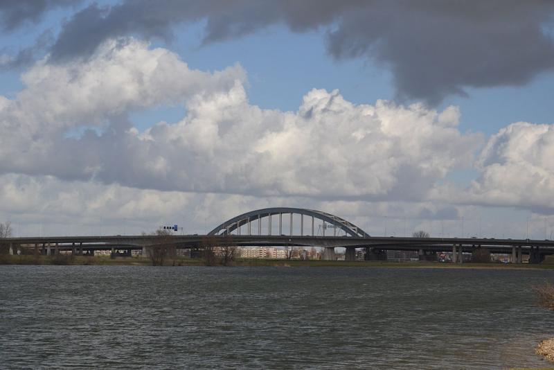 Het nutteloze feitje van de dag: een zware brug (WikiCommons/Henk Bezemer)