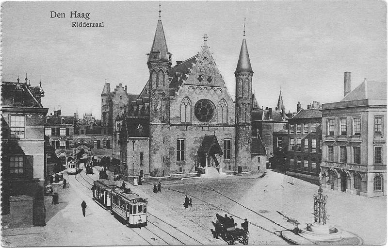 Het nutteloze feitje van de dag: met de tram over het Binnenhof (WikiCommons/Weenenk & Snel, Den Haag)