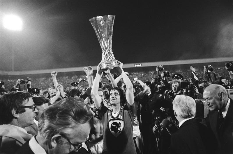 Willy van der Kuijlen na het winnen van de UEFA Cup in 1978 (WikiCommons/Koen Suyk/Anefo)