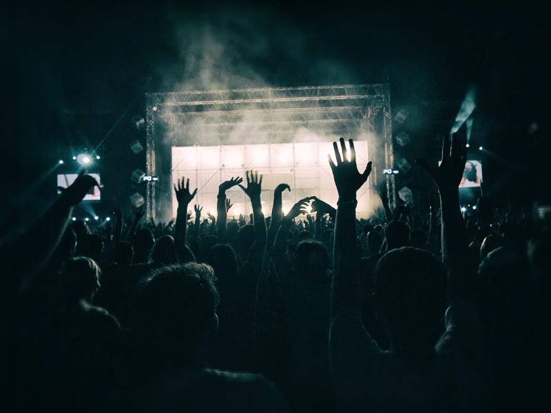 Hopelijk kan dit in het festivalseizoen weer! (Foto: Pixabay)