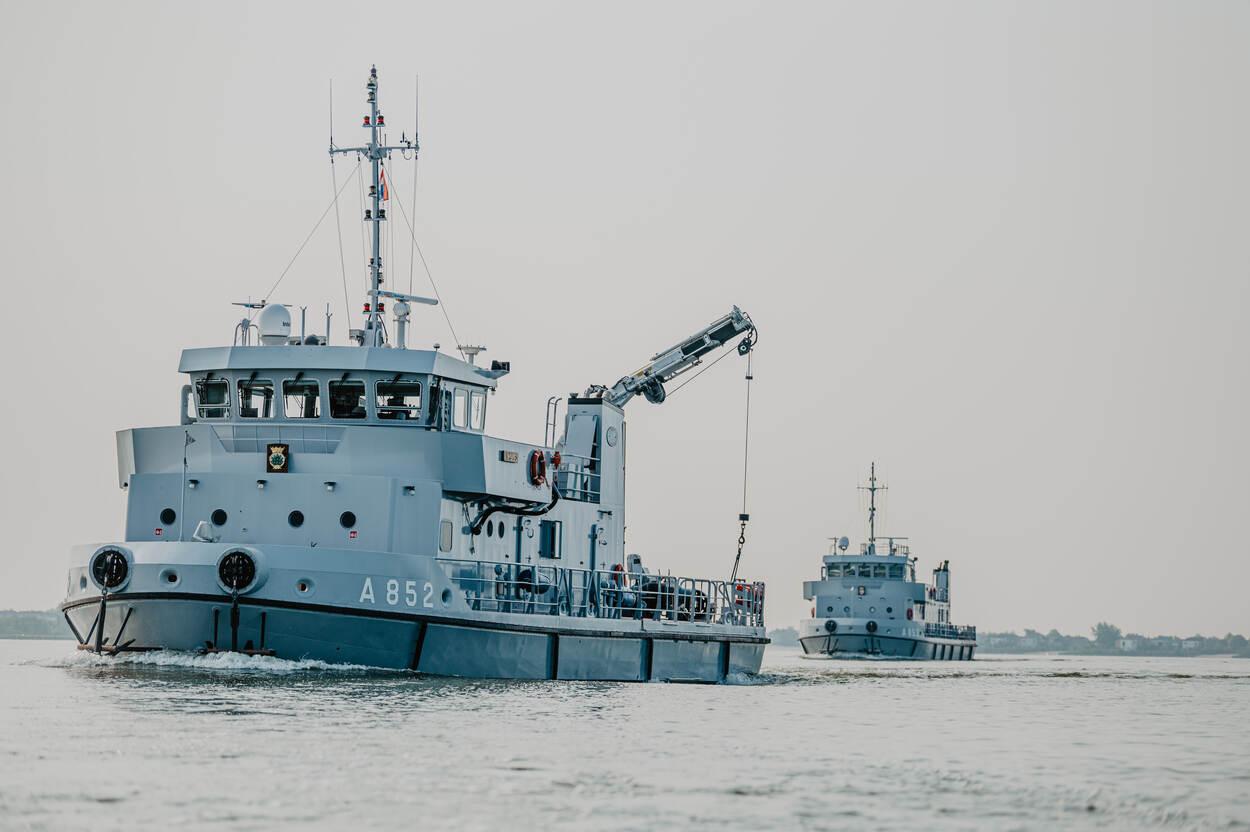 Duikvaartuigen Argus (voor) en Nautilus (foto: Ministerie van Defensie)