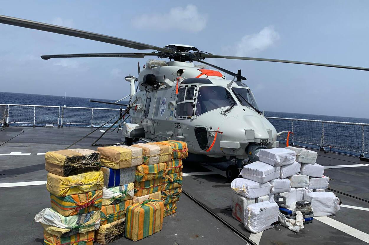 Marine onderschept bijna 1.300 kilo cocaïne in 1 nacht (foto: Ministerie van Defensie)