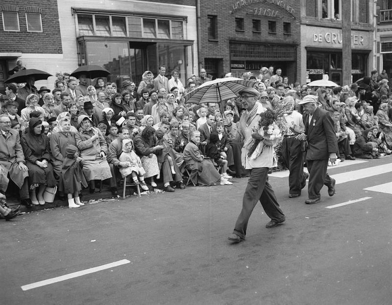 Laatste dag vierdaagse in 1957 (WikiCommons/Daan Noske/Anefo)