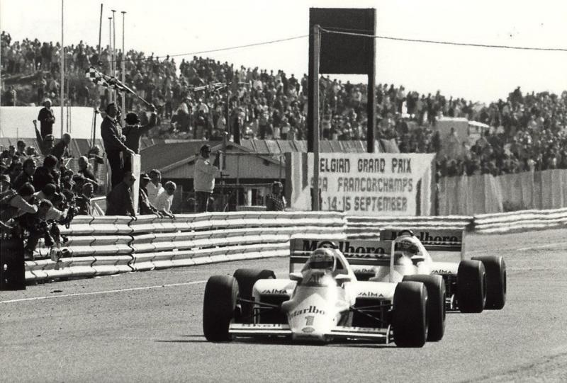 Lauda komt vlak voor Prost over de streep bij de Grand Prix van Nederland in 1985 (WikiCommons/Noord-Hollands Archief/Fotoburo de Boer)