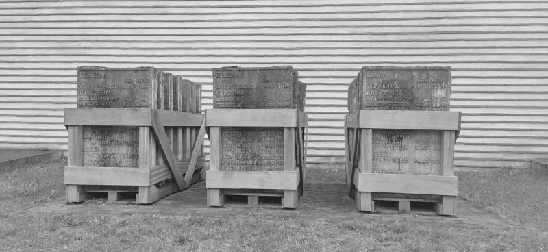 Kamp Vught, besmeurde tegels monument  (Foto: FOK!/DJMO)