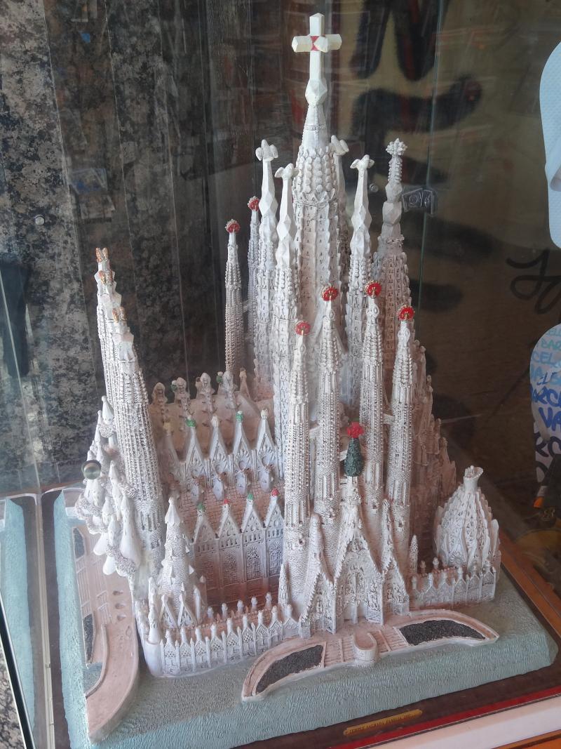 Een maquette van de Sagrada Família met de middentoren die 170 meter hoog moet worden (WikiCommons/Jordiferrer)
