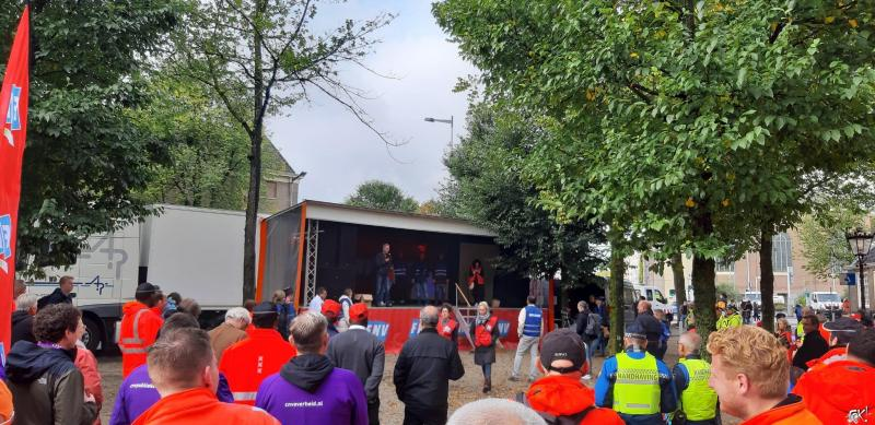 Amsterdamse Ambtenaren in staking voor betere CAO  (Foto: FOK!)